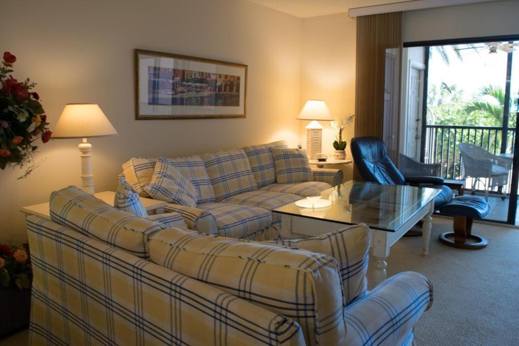 Część wypoczynkowa w obiekcie Coquina Moorings Two Bedroom Apartment, 102