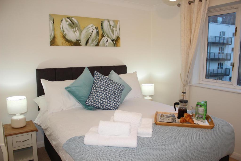 Krevet ili kreveti u jedinici u objektu The Regent Apartment 2 Kingston Centre