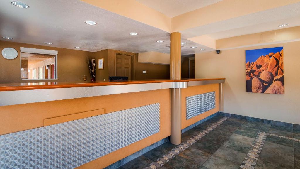 The lobby or reception area at Cajon Pass Inn