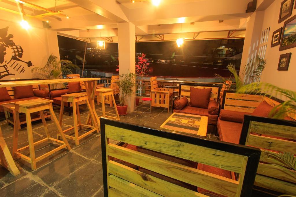 En restaurant eller et andet spisested på Pailahostellakeside
