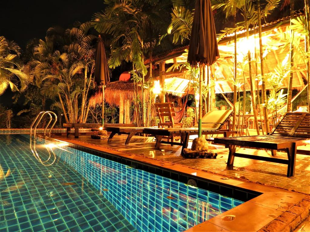 The swimming pool at or near Bamboo Hideaway Resort
