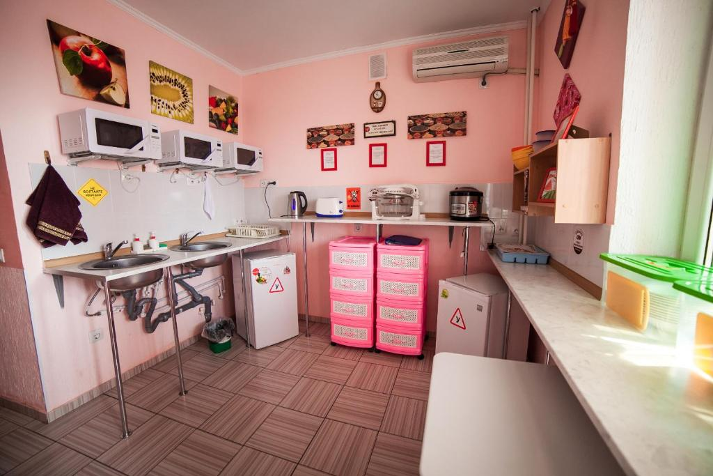 A kitchen or kitchenette at Hostel Vselennaya
