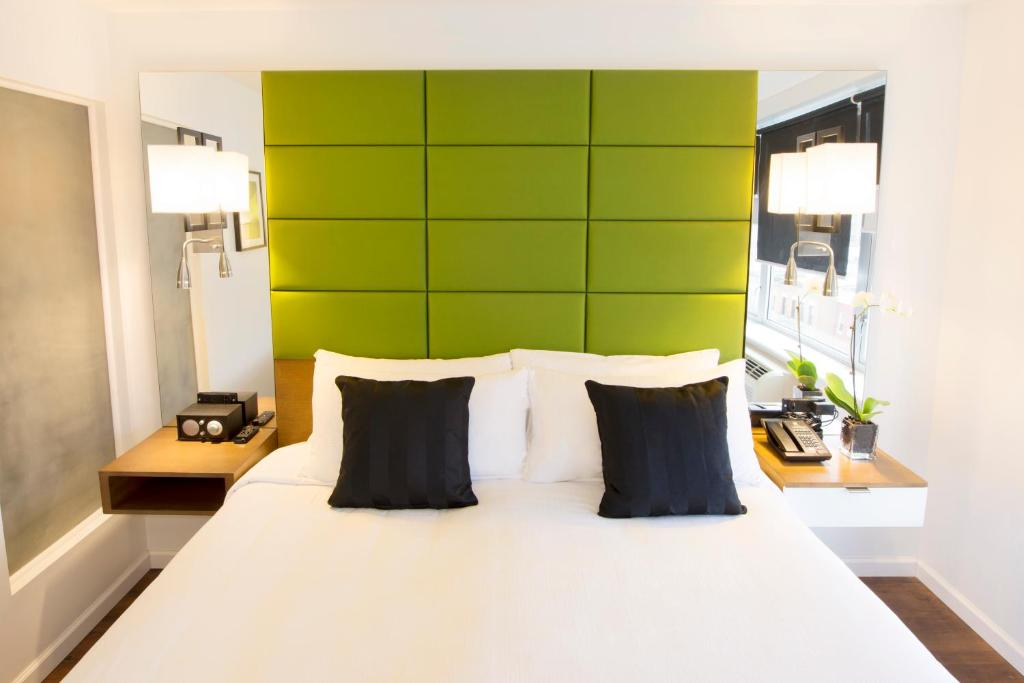 A bed or beds in a room at Hotel BPM Brooklyn New York