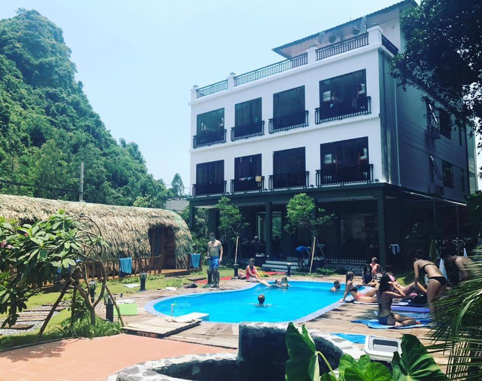 The swimming pool at or near Central Backpackers Hostel - Catba