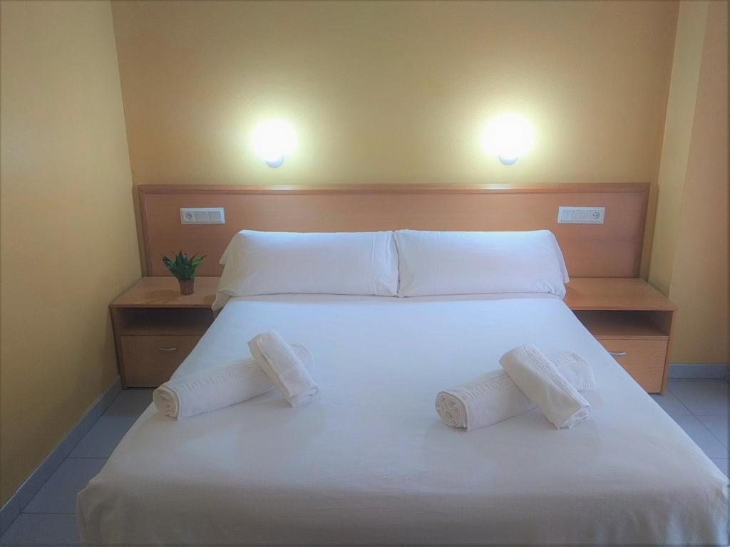 A bed or beds in a room at Hotel Delicias