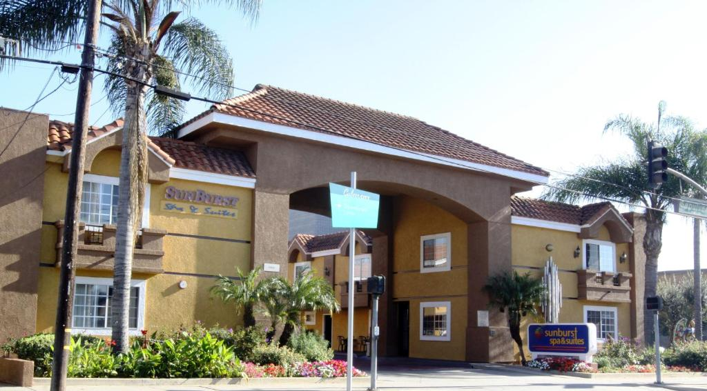 Sunburst Spa & Suites Motel.