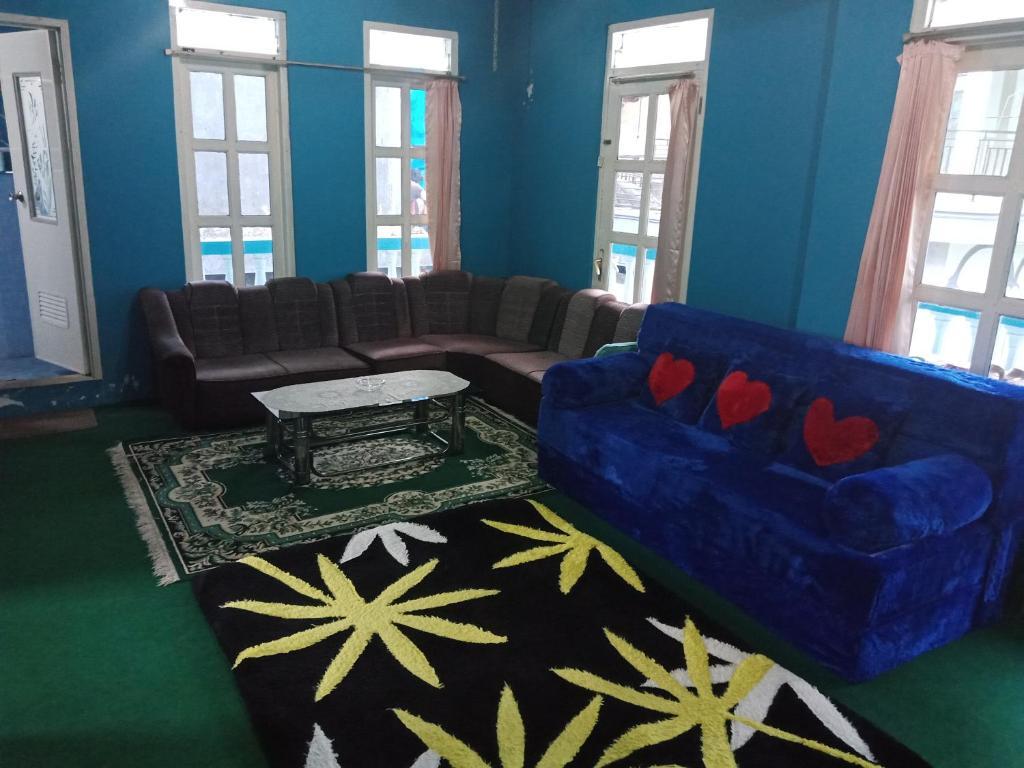 Area tempat duduk di Mawar Putih Homestay Syariah