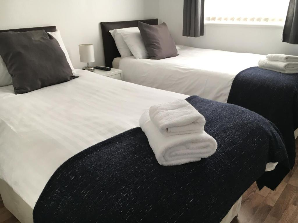 A bed or beds in a room at Glasgow Green Apartments