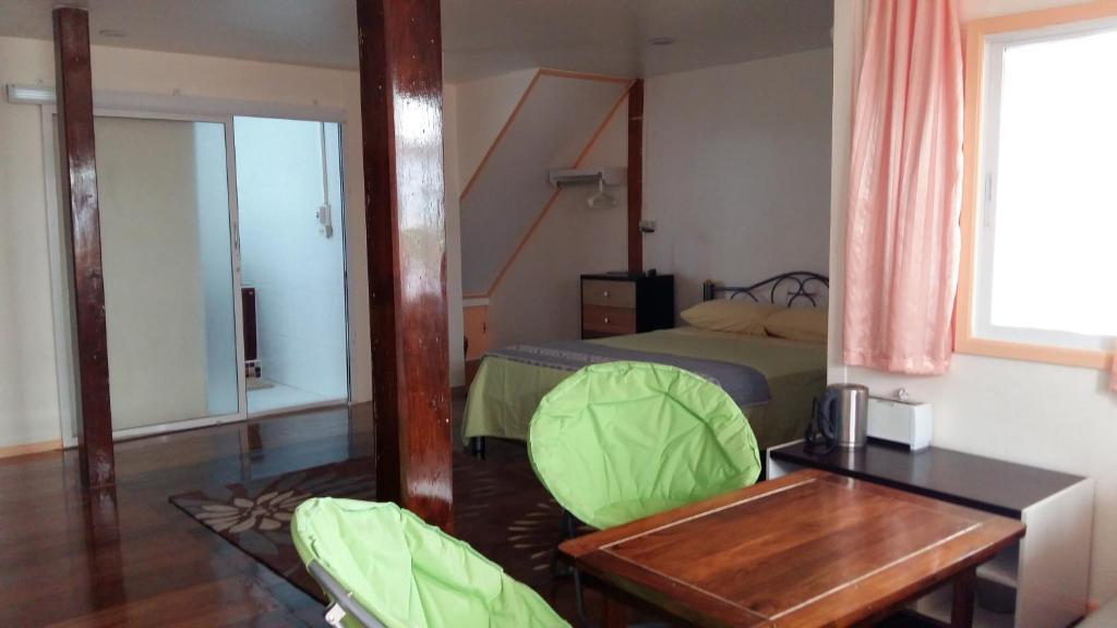 Ein Bett oder Betten in einem Zimmer der Unterkunft Jutharat Home