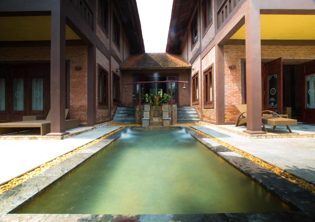 Hồ bơi trong/gần Asean Resort Hanoi