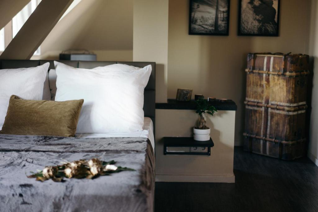 Llit o llits en una habitació de NORA Hotel Berlin