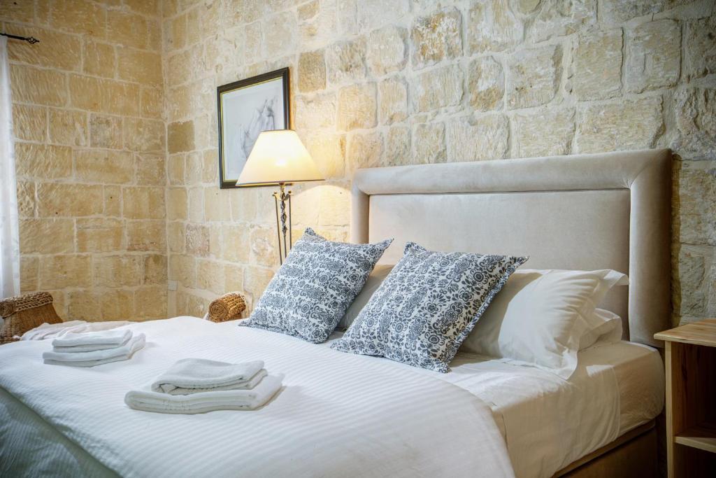A bed or beds in a room at Ikhaya Lami
