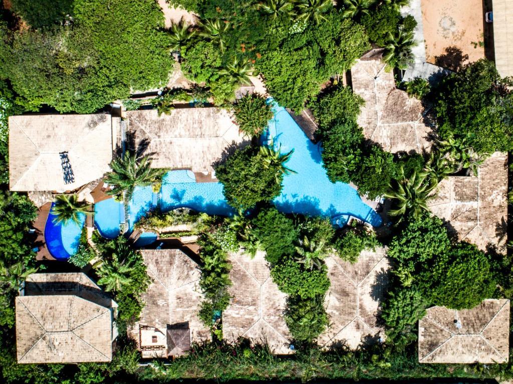 Uma vista aérea de Sombra e Água Fresca Resort
