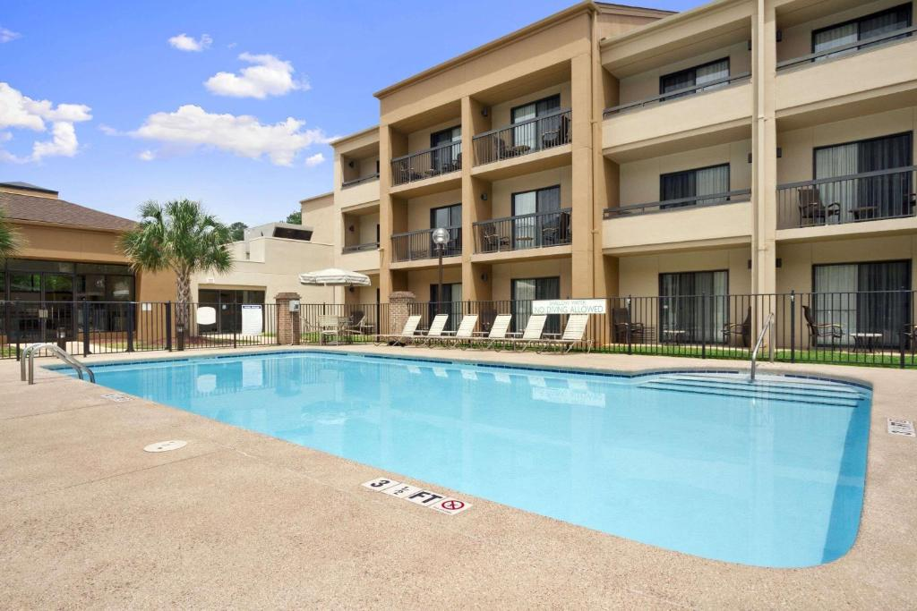 The swimming pool at or near Baymont by Wyndham Columbia Northwest