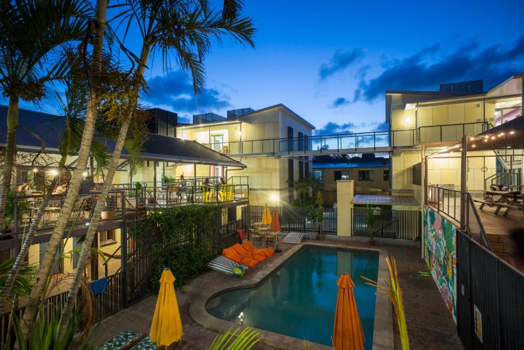 The swimming pool at or near Byron Bay YHA
