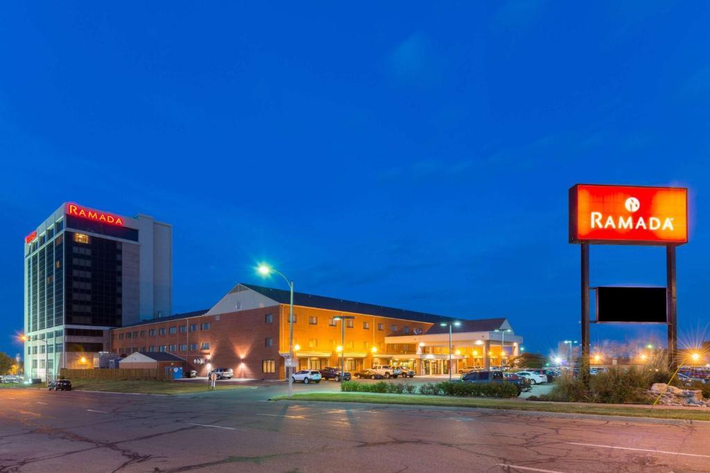 Ramada Convention Center Downtown Topeka