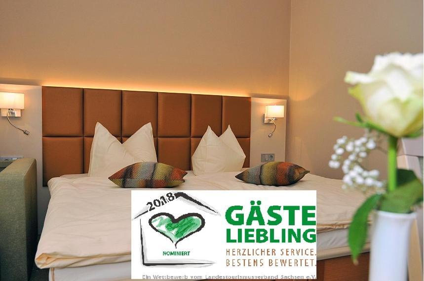 Ein Bett oder Betten in einem Zimmer der Unterkunft Hotel Friesen