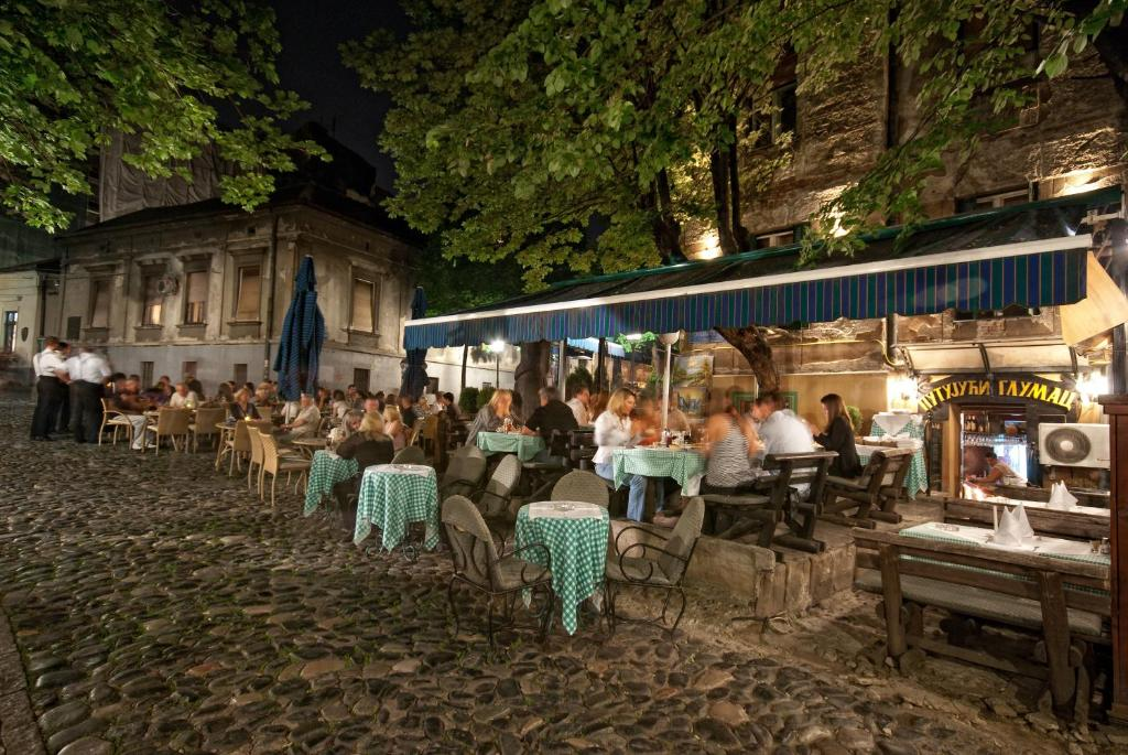 A restaurant or other place to eat at Pension Travelling Actor