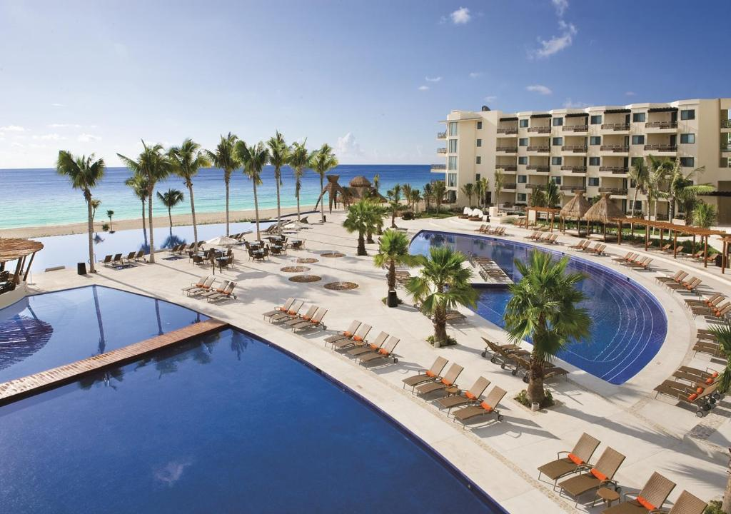 A view of the pool at Dreams Riviera Cancun Resort & Spa - All Inclusive or nearby