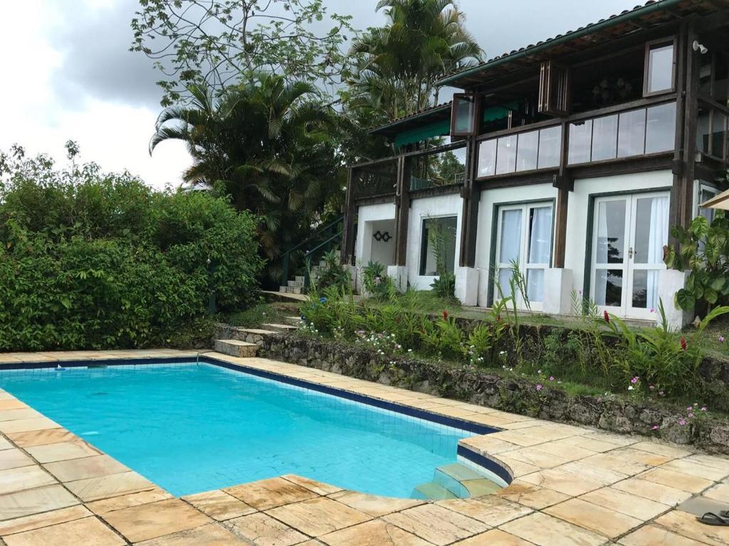 The swimming pool at or near Angra Portogalo Excelente Casa 5 quartos Vistão c/Piscina