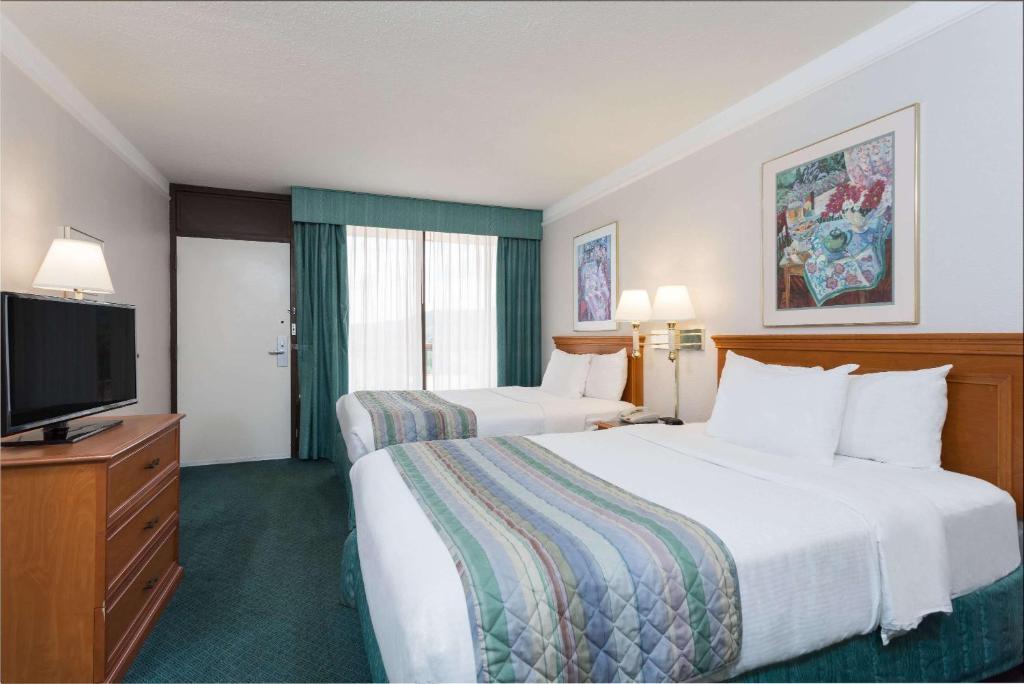 Days Inn and Suites Bristol