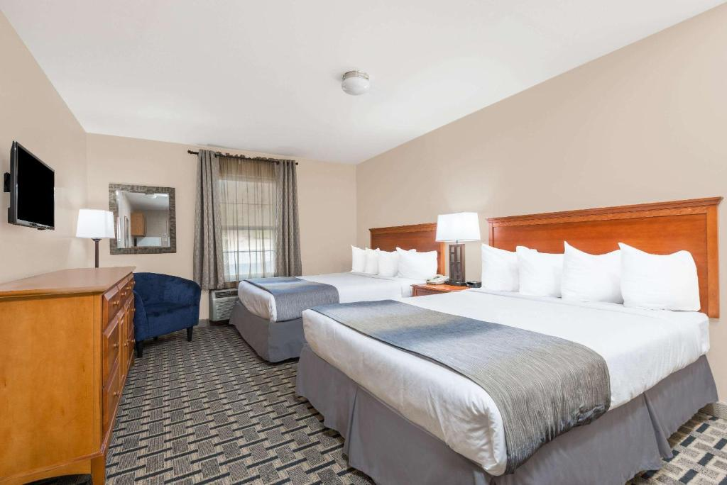 Days Inn & Suites Sellersburg