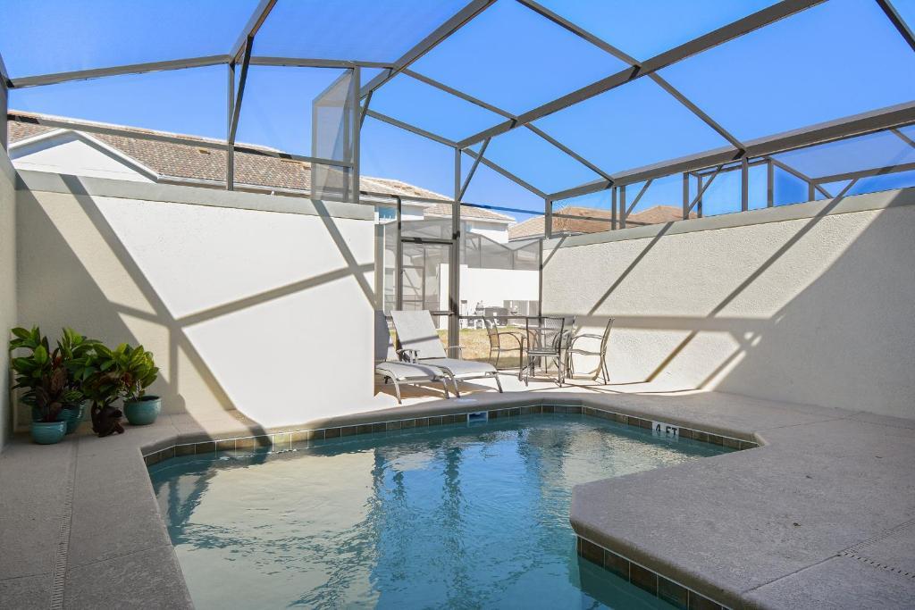المسبح في Four Bedrooms w/ Game & Pool 4900 أو بالجوار