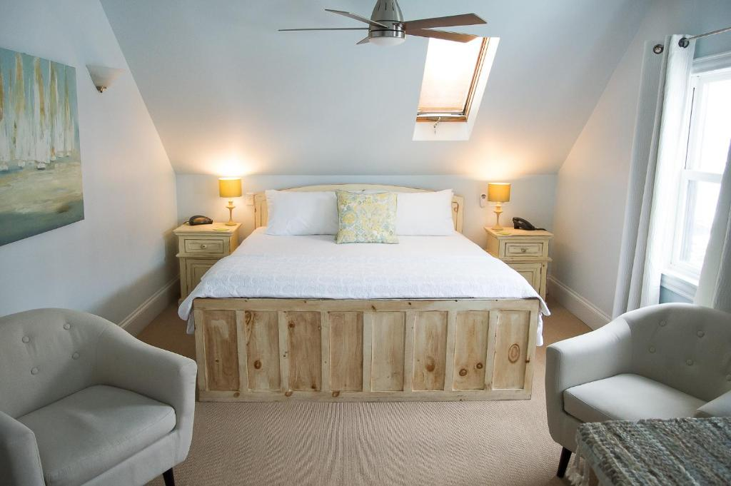 A bed or beds in a room at Salt Shaker Deli & Inn
