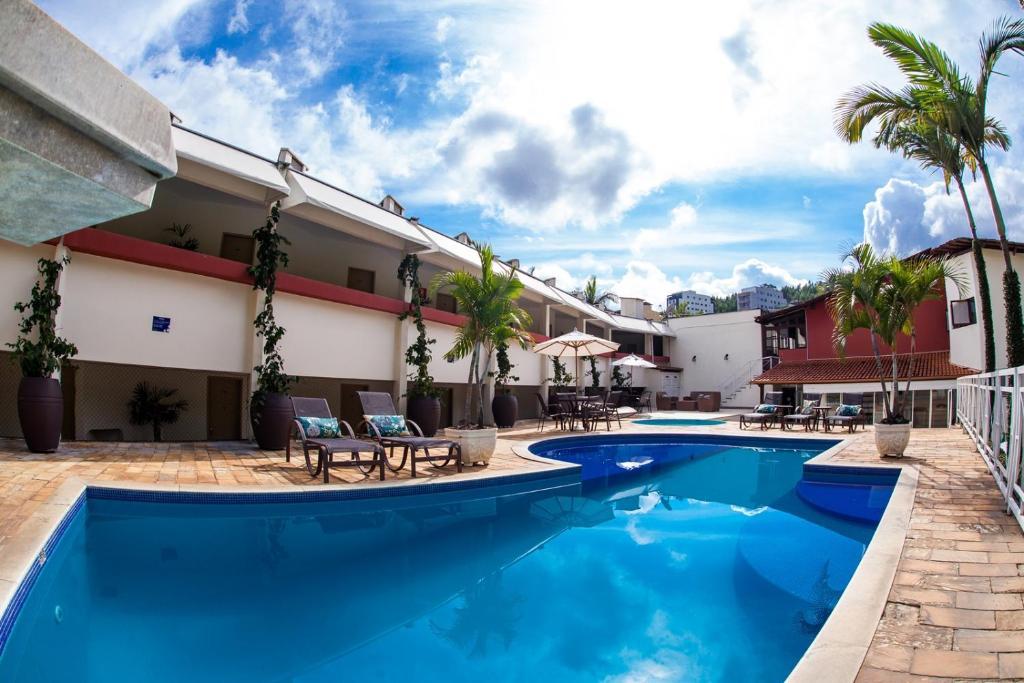 A piscina localizada em Mundial Parque Hotel ou nos arredores