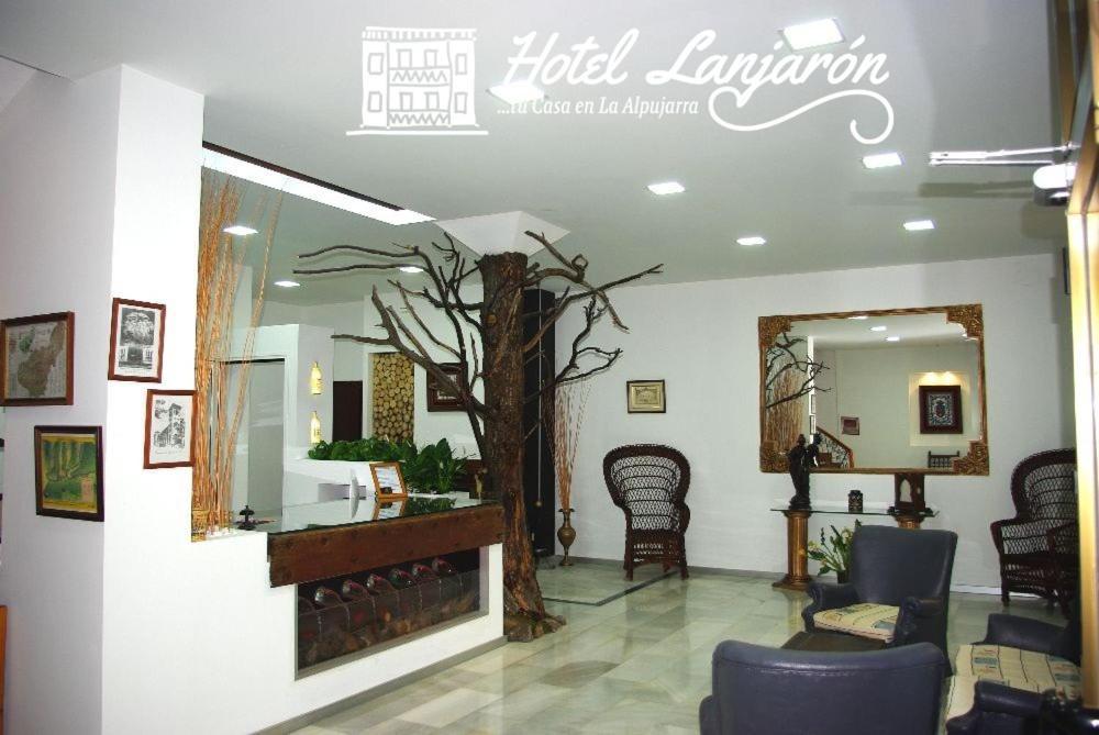 El vestíbulo o zona de recepción de Hotel Lanjaron