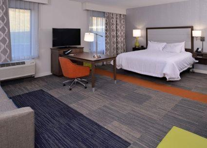A bed or beds in a room at Hampton Inn & Suites Albany-East Greenbush, NY