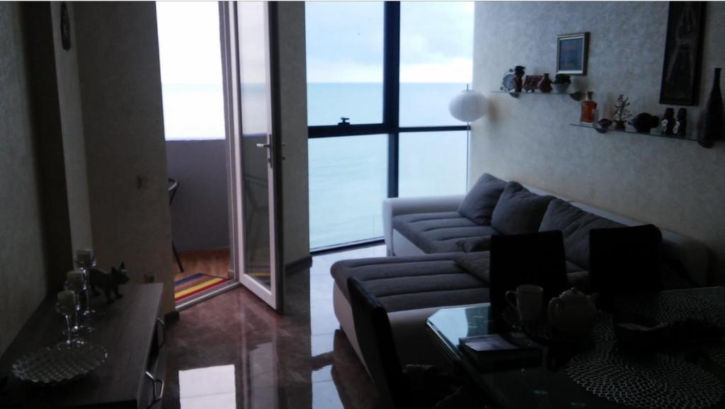 Svetainės erdvė apgyvendinimo įstaigoje Batumi Seaview Apartment