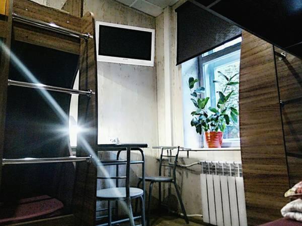 Телевизор и/или развлекательный центр в Хостел Уютное Местечко