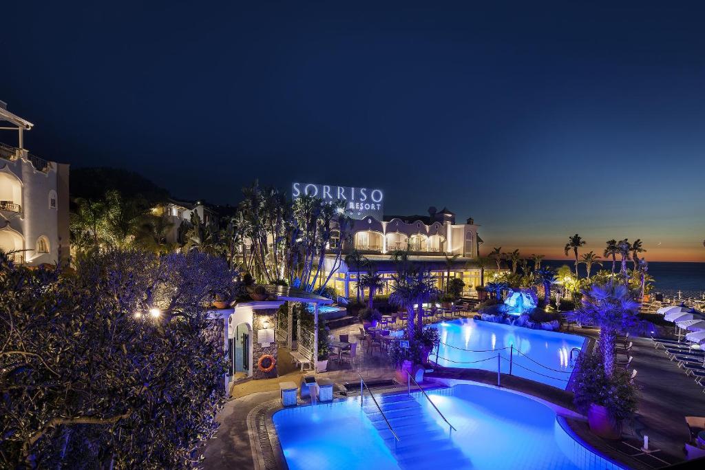 Вид на бассейн в Sorriso Thermae Resort & Spa или окрестностях