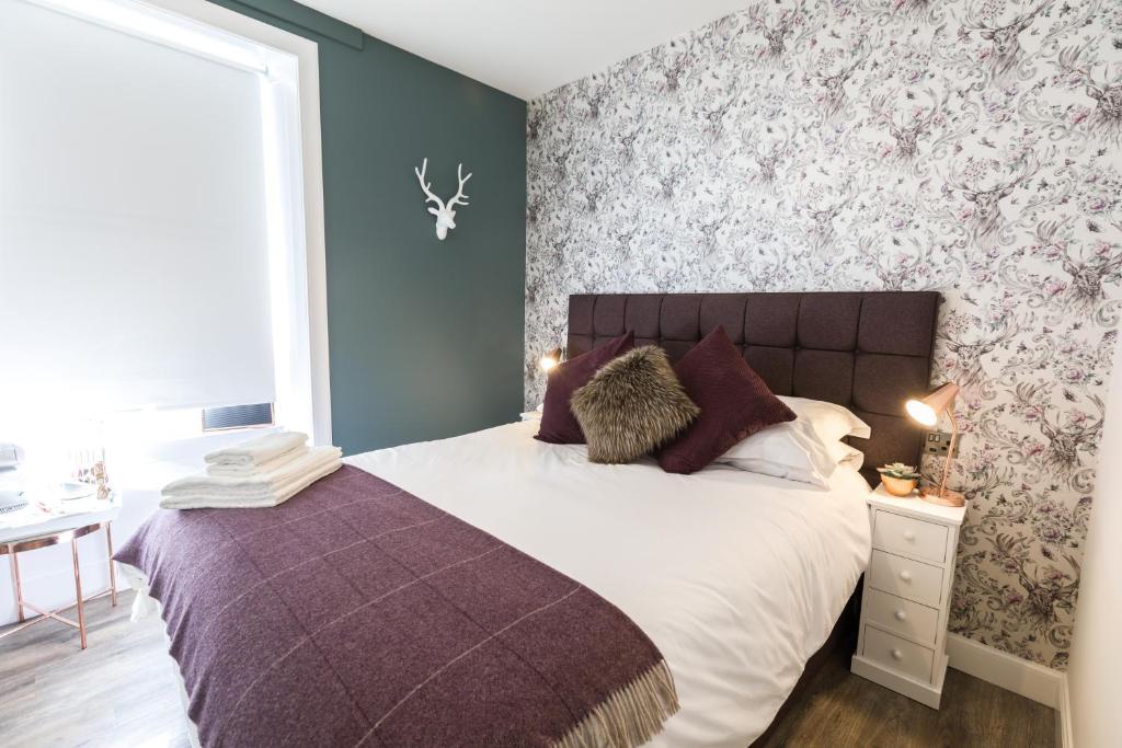En eller flere senge i et værelse på The Torfin