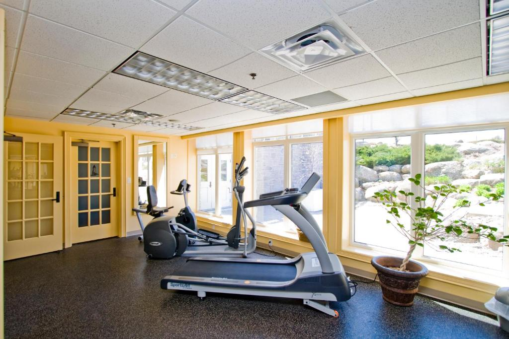The fitness center and/or fitness facilities at The Inn at Cobble Beach