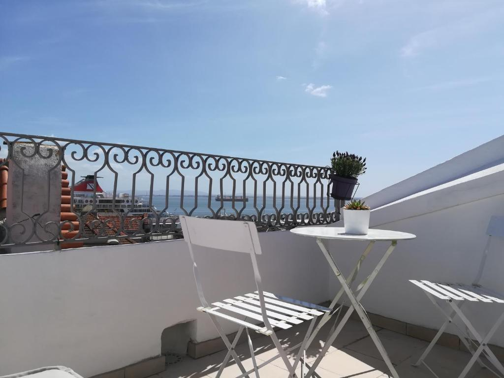 Little River View Triplex in Alfama