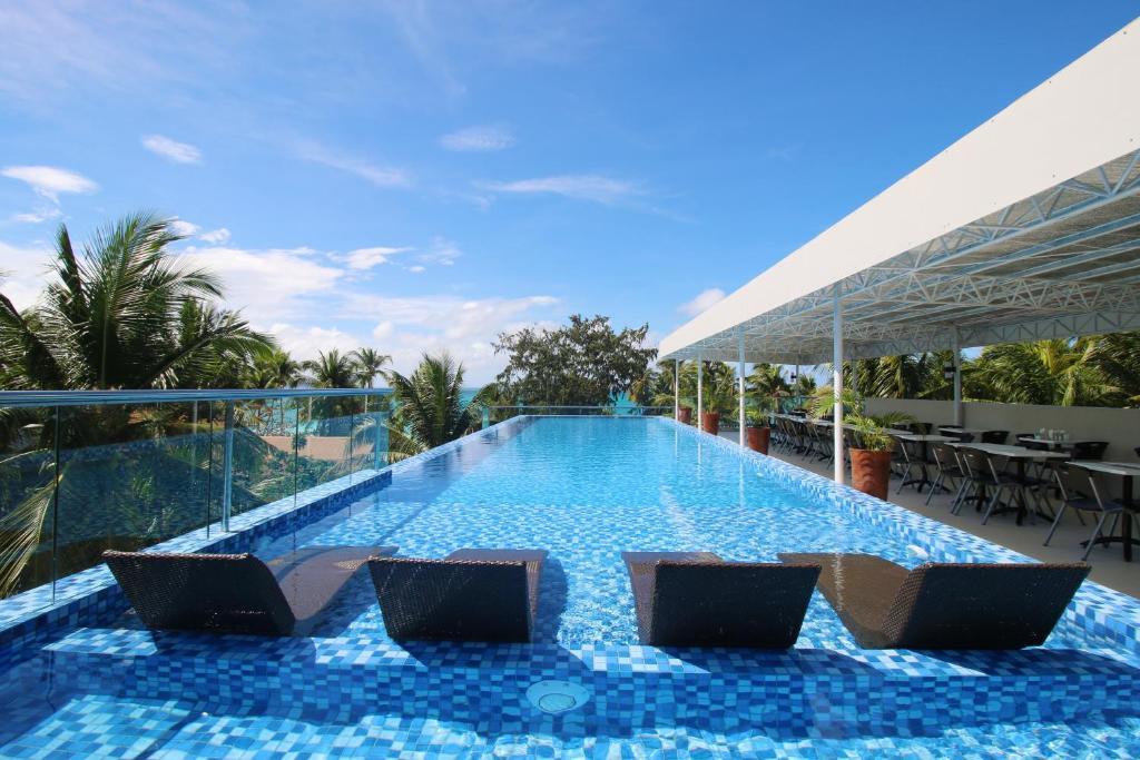 The swimming pool at or near Estacio Uno