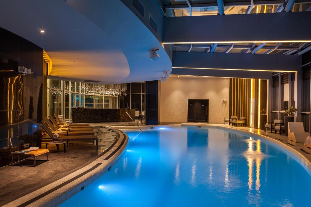 The swimming pool at or near Hotel Las Americas Golden Tower Panamá
