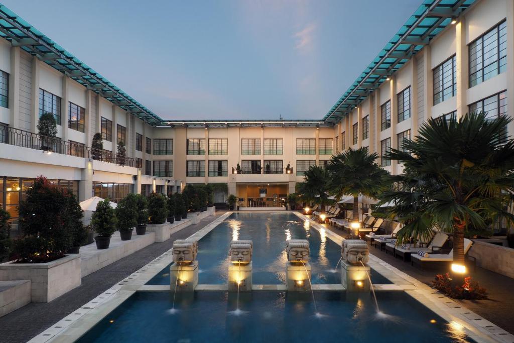 The swimming pool at or near Aryaduta Medan