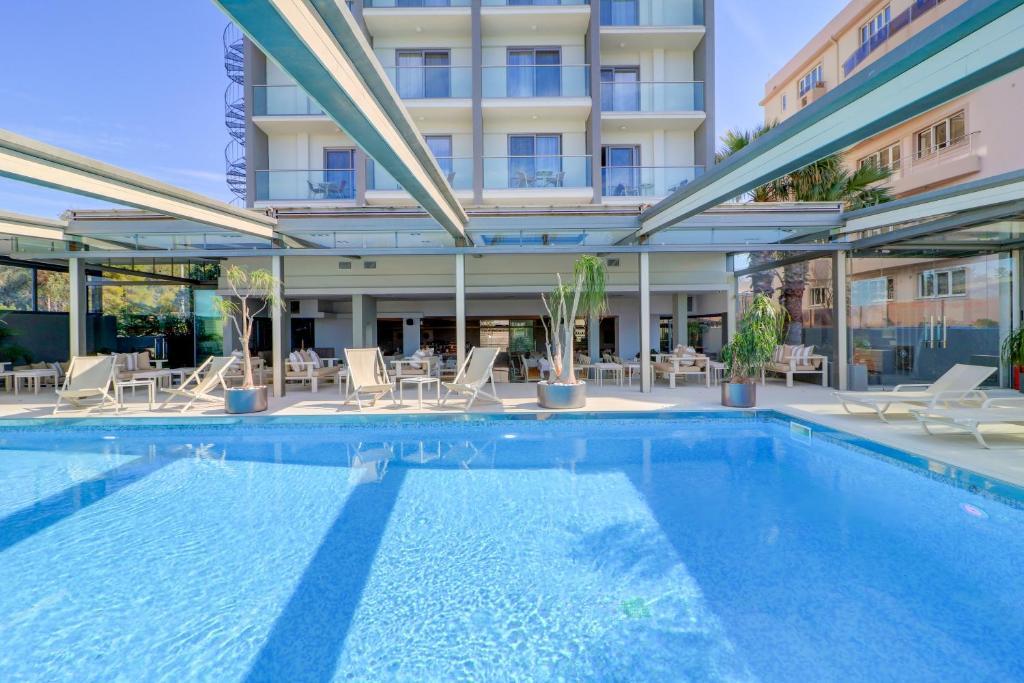 The swimming pool at or near Bomo Palace Hotel