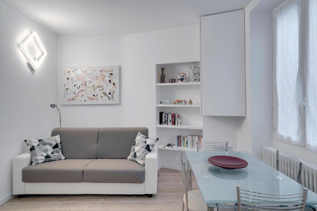 Soggiorno Moderno A Milano.Guesthero Apartment Porta Venezia M1 Milano Prezzi