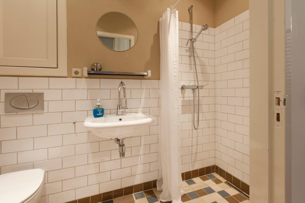 A bathroom at Canal View Apartments Marite