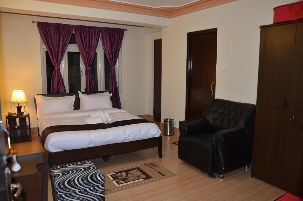 A bed or beds in a room at Hotel Kai Fu Khim Residency