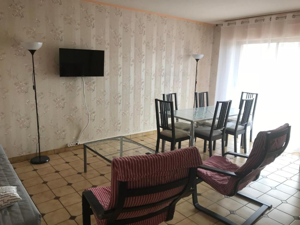 A seating area at Appartement 64 m2 - 4/6 pers centre ARCACHON - Parking-