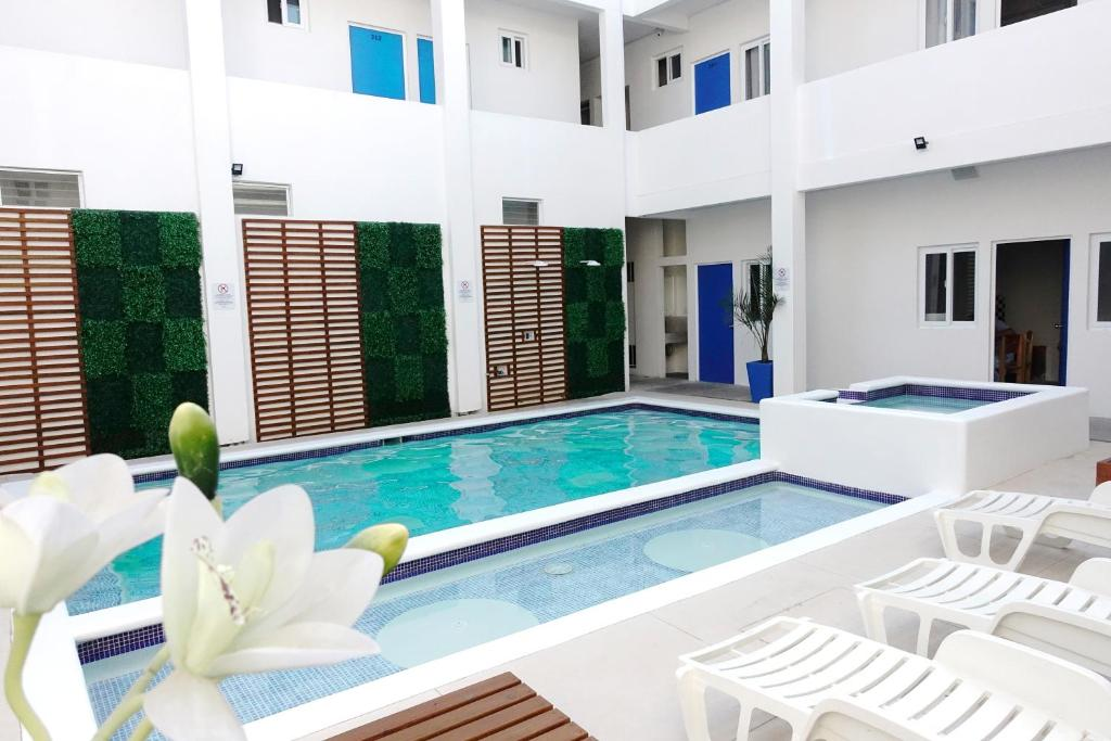 The swimming pool at or near Burí Hotel