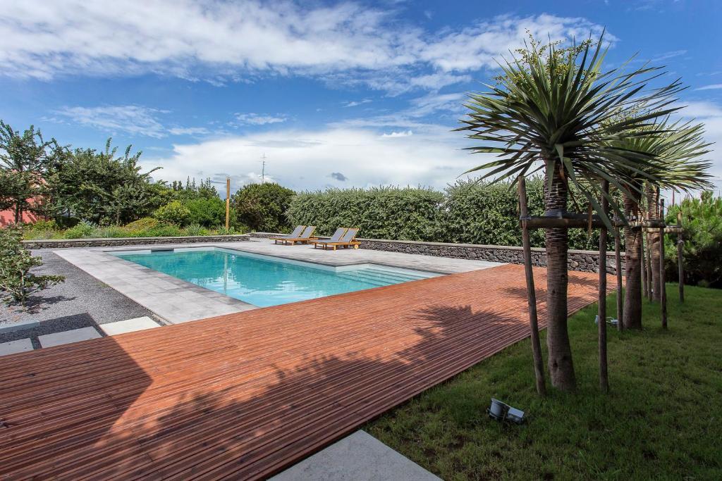 The swimming pool at or close to Quinta dos Peixes Falantes