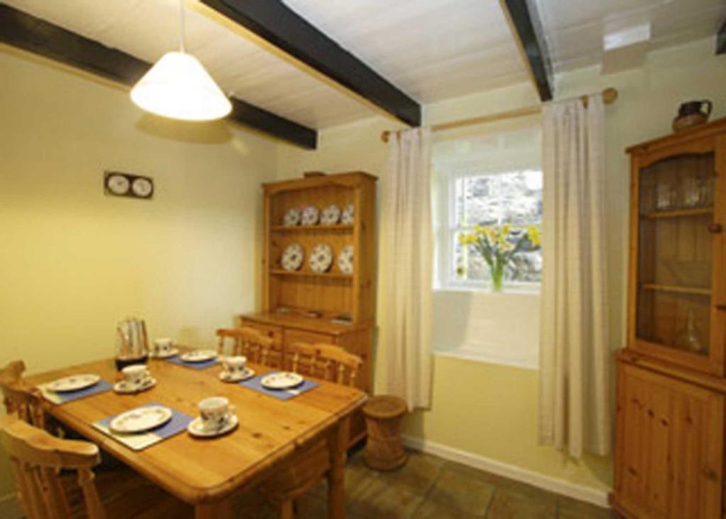 Corner Cottage III