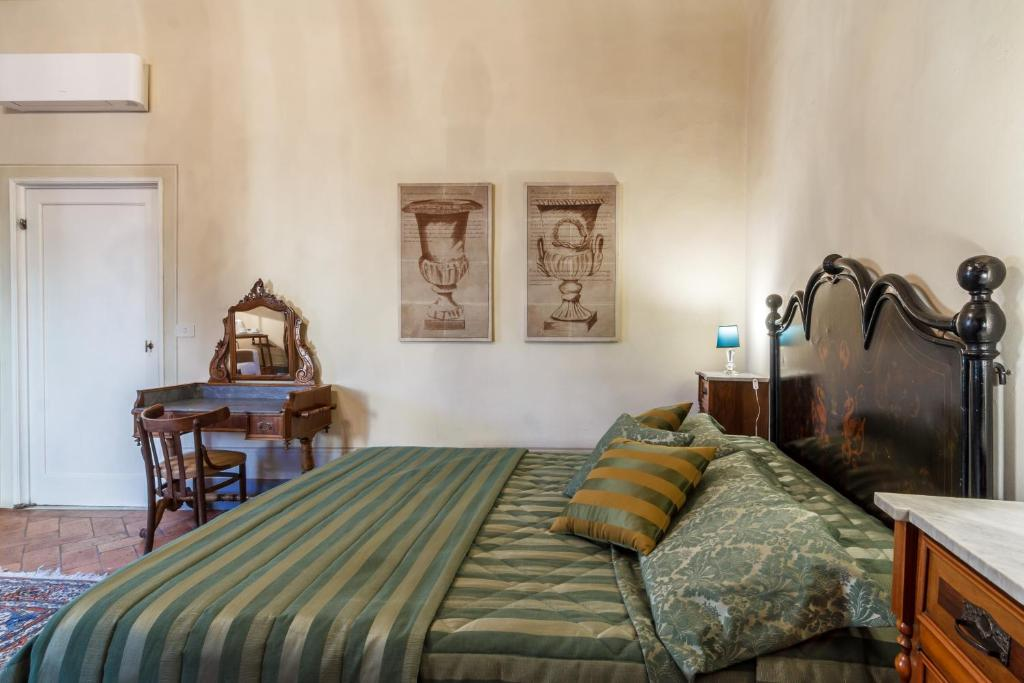 A bed or beds in a room at Locanda San Marco Residenza Caluri