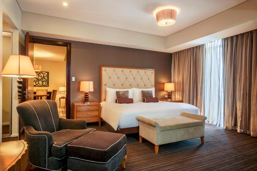 A bed or beds in a room at Joy~Nostalg Hotel & Suites Manila Managed by AccorHotels